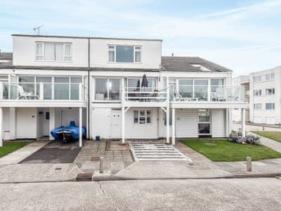 Terraced townhouse, with direct beach access | Marineside, Bracklesham Bay