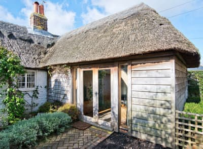 Charming thatched cottage | Thatch Cottage, Selsey