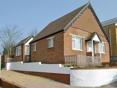 Lovely holiday home with private off-road parking | Whit's End, Whitstable, near Tankerton