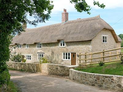 Delightful 16th-century Grade II listed thatched cottage | The Farmhouse at Higher Westwater Farm, Axminster