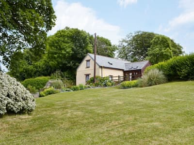 Lovely holiday cottage in a tranquil farm setting | Tillislow Barn - Tillislow Barton, Virginstow, near Launceston