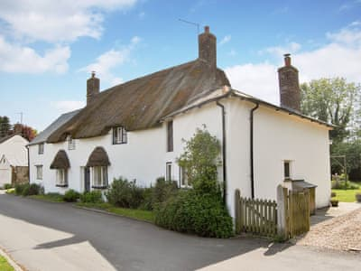 Delightful holiday home | Crofters Cottage, Winterborne Kingston, near Dorchester
