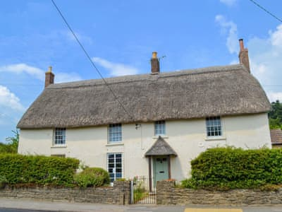 Comfortable and welcoming, thatched, detached property | Park Farmhouse, Chideock, near Bridport