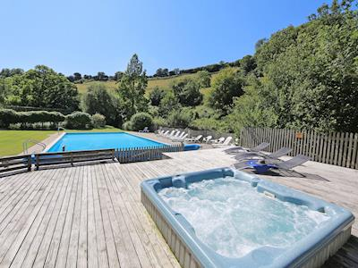 Outdoor hot tub | Tuckenhay Mill - Bow Creek, between Dartmouth and Totnes