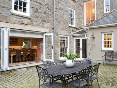 Walled courtyard with outdoor furniture | The Old Vicarage, Brush End, near Lelant