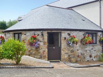 Exterior | Pencrennow Farm Cottages - The Roundhouse, Perranporth