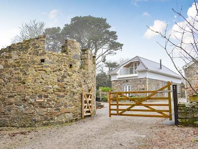 Detached property with gated entrance | Poppyfields Stable, Scorrier, near St Day