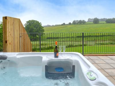 Relaxing hot tub with wonderful countryside views | Oak View - Nibbs Farm Cottages, Washfield, near Tiverton