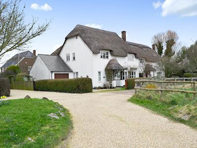 Charming detached thatched cottage | Peach Cottage, Wool, near Wareham