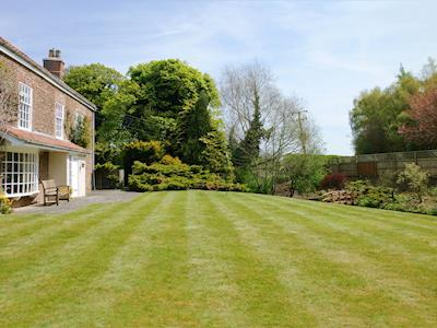Impressive façade and lawned area of mature front garden | Greenlands Farmhouse, Barmby Moor, York