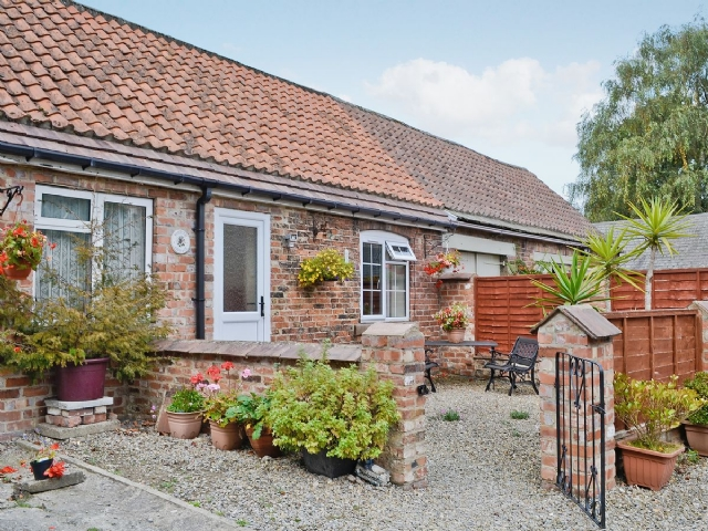 Astonishing Cottage For Two In Goldsborough Near Harrogate With 1 Home Interior And Landscaping Elinuenasavecom