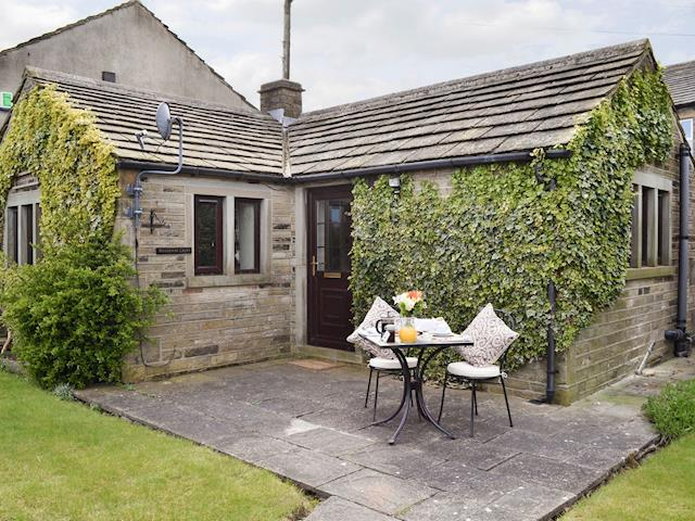 Peachy Romantic Holiday Cottage In Shelley Near Huddersfield With 1 Home Interior And Landscaping Elinuenasavecom