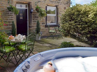 Enclosed courtyard and first floor entrance | Shelduck Cottage, Holmfirth