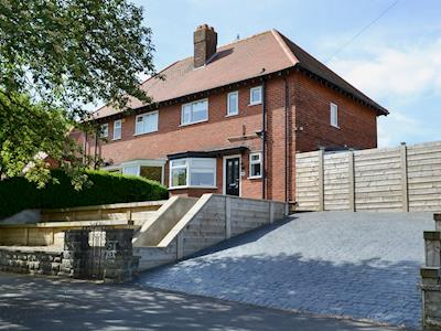 Delightful, semi-detached holiday home | Apple Tree House, Scarborough